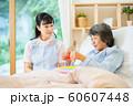 レクリエーション 折り紙 介護イメージ シニア デイケア 介護福祉士 老人ホーム 60607448