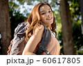 女性 アウトドア ハイキング 60617805
