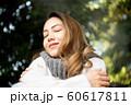 女性 アウトドア 自然 60617811