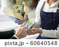 スマホ決済 キャッシュレス (アプリ画面はピクスタのために作成したダミーです) 60640548