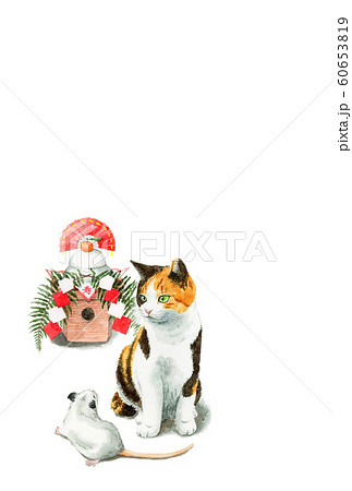水彩で描いた三毛猫とねずみと鏡餅のイラストの年賀状 60653819