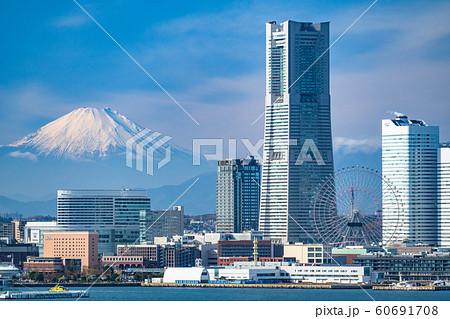 《神奈川県》横浜みなとみらいと富士山の風景 60691708