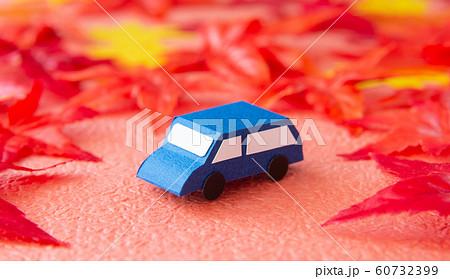 車 紅葉 60732399