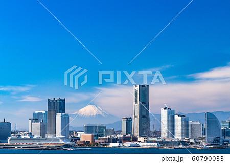《神奈川県》横浜みなとみらいと富士山の風景 60790033