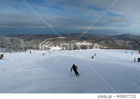 札幌国際スキー場のウッディーコース上部 60807722