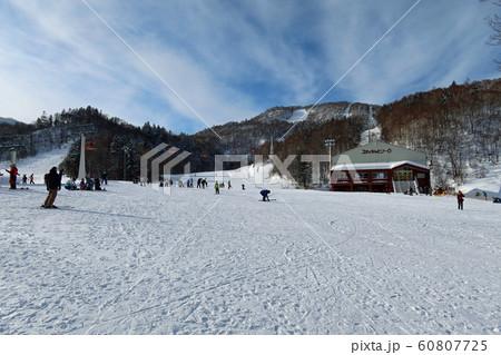 札幌国際スキー場のスキーセンター前 60807725