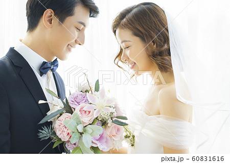 カップル 結婚 60831616