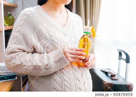 妊婦の入院準備 ペットボトルストローキャップ 60876959
