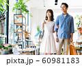 女性 ショッピング 買い物 かわいい ライフスタイル カジュアル 60981183