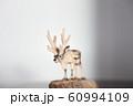 木彫りのトナカイ 60994109