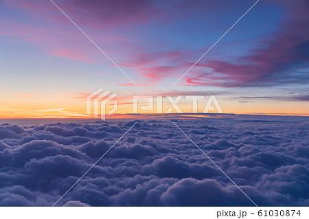 雲上の夕焼け風景の写真素材 [61030874] - PIXTA