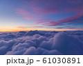 雲上の夕焼け風景 61030891