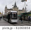 グラーツのトラムと市庁舎 グラーツ オーストリア ヨーロッパ 61060858