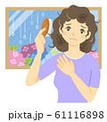 髪がまとまらない女性(梅雨の季節) 61116898