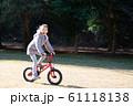 自転車に乗る女の子 61118138