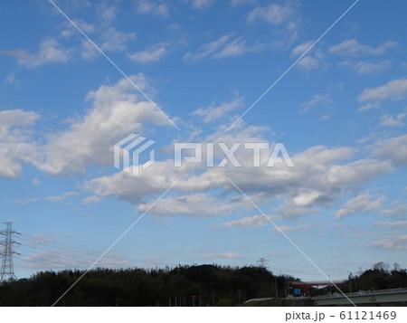 1月の青い空と白い雲 61121469