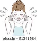 顔を洗う女性 61241984