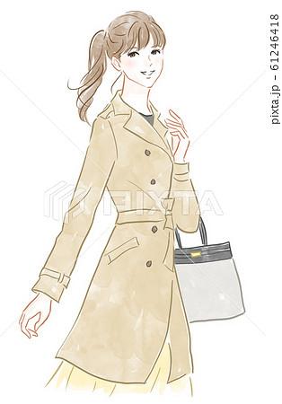 トレンチコートを着た女性 61246418