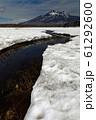 雪解けの尾瀬ヶ原と燧ヶ岳 61292600