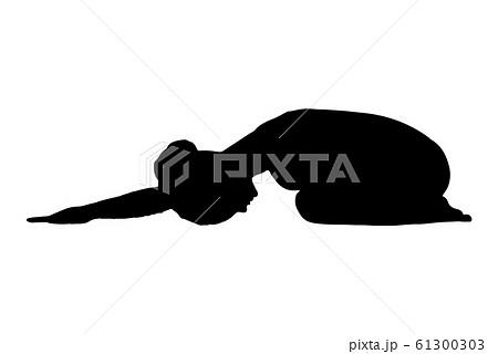 ヨガ チャイルドポーズ(子供のポーズ)をとる女性のシルエットイラスト 61300303