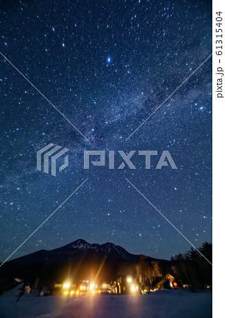 尾瀬・燧ヶ岳の夜景と星空 61315404