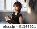 女性 本 読書 61366921
