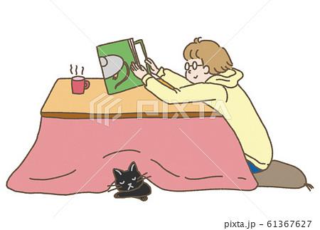 こたつに入って本を読む少年の冬はがき素材 61367627