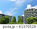 爽やかな青空のマンション街 61370526