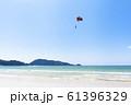 パラセーリングが見えるビーチ 61396329
