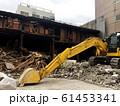 解体工事現場と重機 61453341