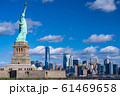 《ニューヨーク》自由の女神と摩天楼 61469658