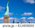 《ニューヨーク》自由の女神と摩天楼 61469660