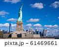 《ニューヨーク》自由の女神と摩天楼 61469661