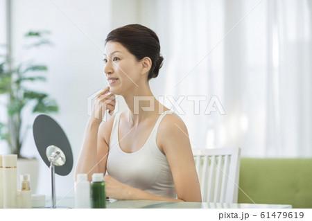 ミドル女性 美容 61479619
