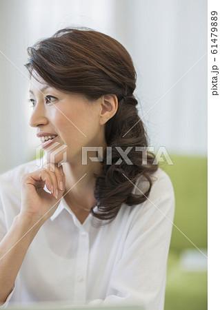 ミドル女性  61479889