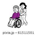 車椅子に座るシニア女性と若い看護師女性(シンプル) 61511501