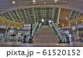 時空の広場(大阪)へむかう階段とエスカレータ 61520152