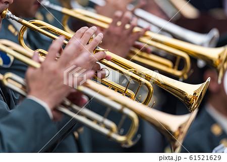 軍楽隊によるトランペットの演奏 61521629