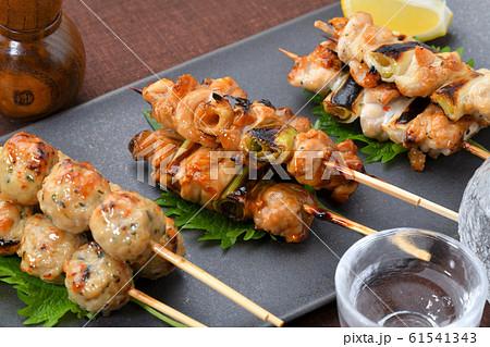焼鳥、やきとり、焼き鳥、ヤキトリ、三種盛り合わせ、居酒屋・日本酒とのイメージ。 61541343
