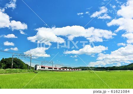 千葉県 夏の青空と成田エクスプレス 61621084