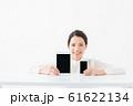 モバイル機器と女性 61622134