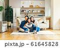 家族 親子 家庭 家 ポートレート 61645828