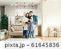 家族 親子 家庭 家 ポートレート 61645836