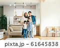 家族 親子 家庭 家 ポートレート 61645838