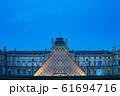 ルーブル美術館 ライトアップ 夜景 パリ 61694716