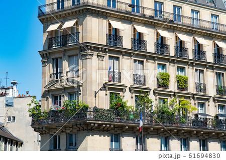 パリの街並み 61694830