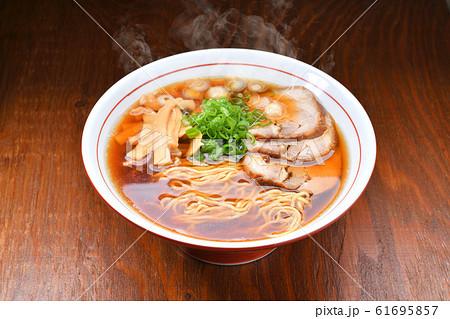 注意)湯気はレタッチ合成です。昔ながらの中華そば、醤油ラーメン、中華ラーメンのイメージ。 61695857