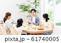 若い家族(食卓) 61740005
