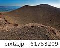 前掛山から見る噴煙上がる浅間山 61753209