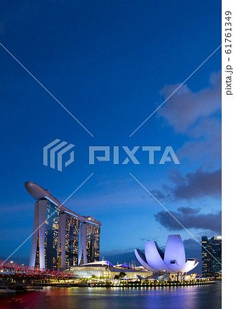 シンガポール マリーナ・ベイ・サンズ 夜景 61761349